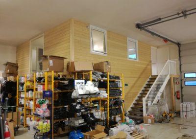 god utnyttelse av plass i lagerlokale - messanin kontor