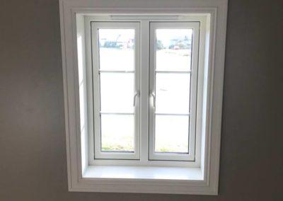 nye vinduer med foringer og hvite lister i nyrenovert trønderlån